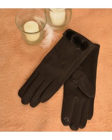 Gants noirs en suédine et pompons.