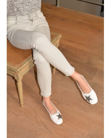 Ballerine plate blanche croco avec étoile argent  REQINS