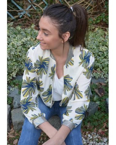 c2bf20a5b7a4 Bloomer veste IT HIPPIE couleur écru imprimé fleurs bleu et jaune