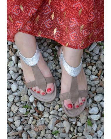 Sandale REQINS couleur taupe et argent avec entre doigts
