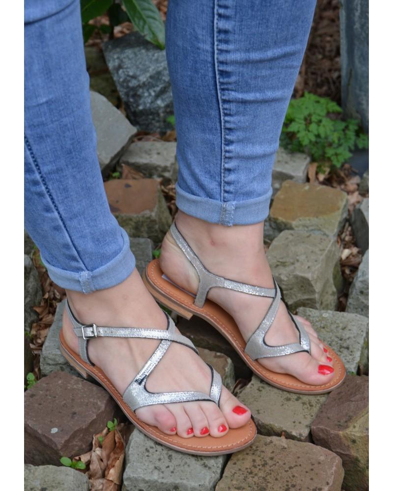 Sandale à entre doigts en cuir argent à brides croisées et irisées TROPEZIENNES