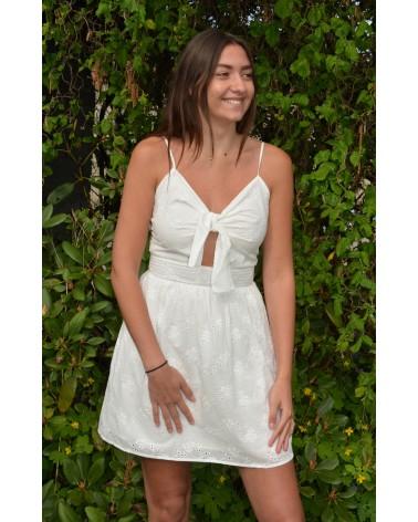 Robe courte blanche en dentelle VERSION FEMININ