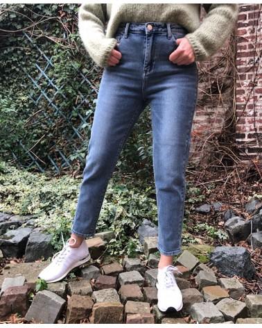 Jeans bleu clair coupe mom...