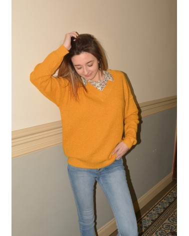 Pull couleur jaune safran doré col V  IT HIPPIE